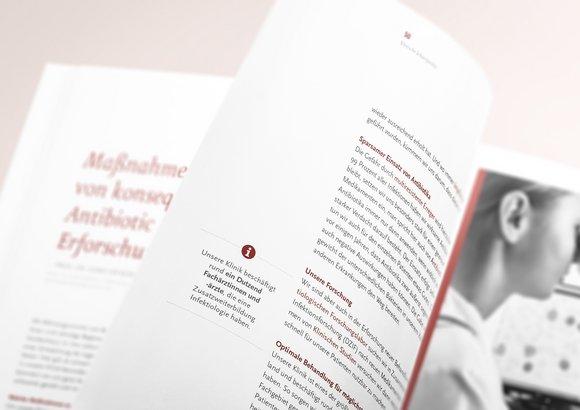 Die Nahaufnahme des Jahresberichtes hebt das Gestaltungselement der Infofakten in den Vordergrund.