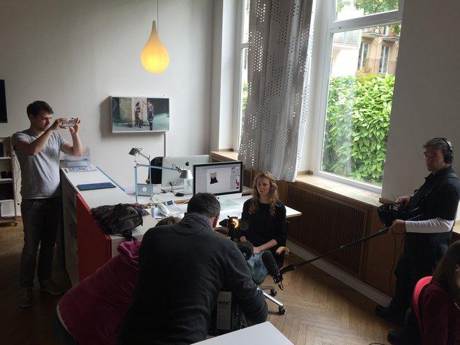 Das WDR Lokalzeit Köln Team ist zu Besuch bei Mehrwert und filmt die Entstehung der Skizze des Maskottchens von Fortuna Köln.